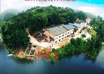 鸟瞰森林湖度假村